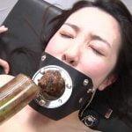 自分のうんこを強制開口器で飲みこむ!3